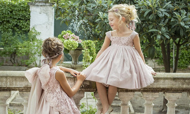 2c351e235d 10 vestidos ceremonia niña baratos - Chándal con Tacones